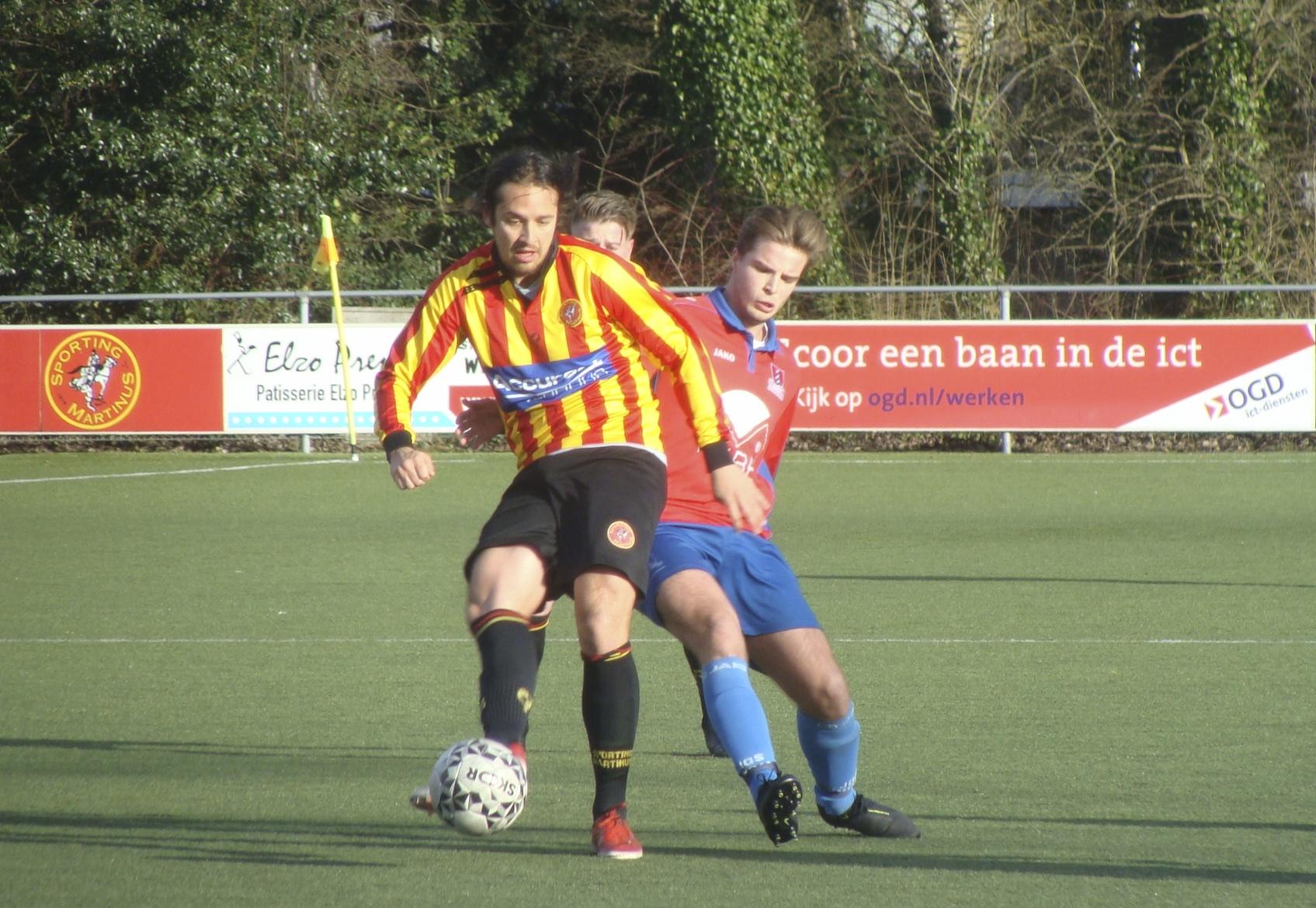 Oefenvoetbal: Sporting Martinus (zon) speelt gelijk tegen JOS Watergraafsmeer